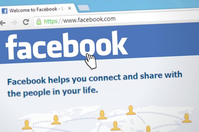 Facebook rend-il idiot ?