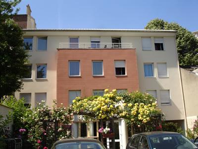 Façade de l'Hôtel Erasmus, hôtel au mois dans le 92