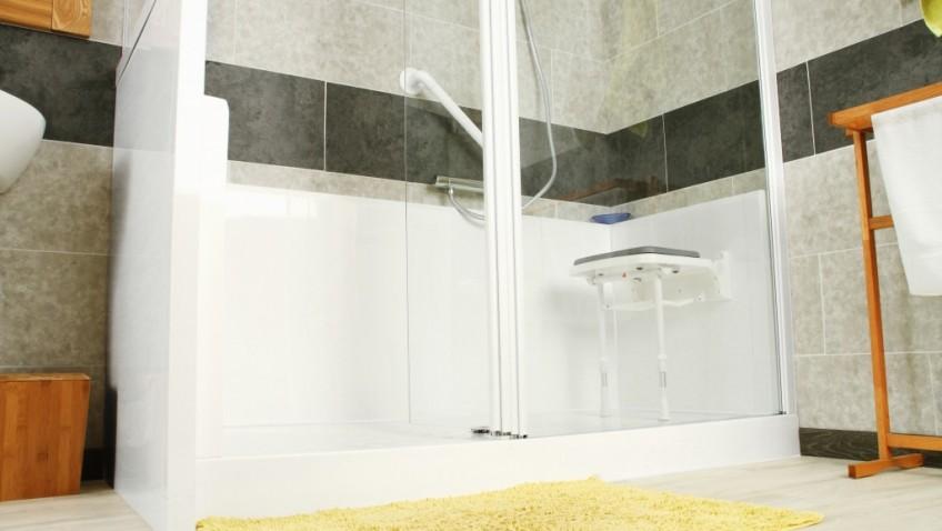 Baignoires et douches pour personnes handicapées