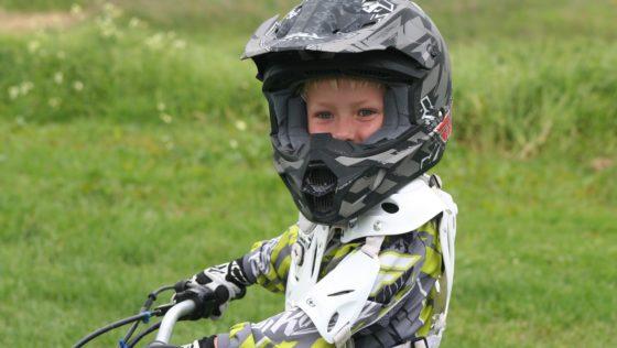 Des casques moto pour enfant